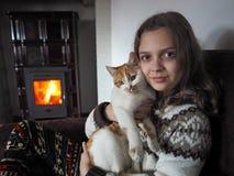 Niño con el animal doméstico Imagen de archivo
