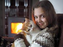 Niño con el animal doméstico Fotos de archivo
