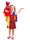 Niño con el cono de la escuela. Foto de archivo