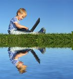Niño con el cuaderno Imagen de archivo libre de regalías
