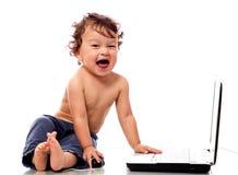 Niño con el cuaderno. Fotografía de archivo