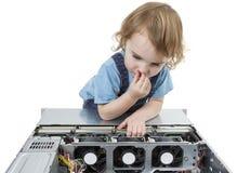 Niño con el equipo de red foto de archivo libre de regalías