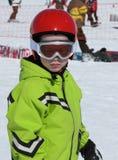Niño con el esquí y el casco Imágenes de archivo libres de regalías
