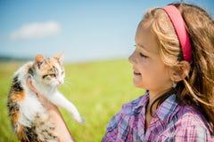 Niño con el gato Imagen de archivo libre de regalías