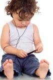 Niño con el jugador de la P.M. 3. Fotografía de archivo libre de regalías