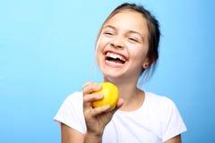Niño con el limón Fotografía de archivo