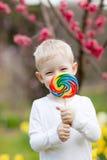 Niño con el lollipop Imagen de archivo