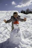 Niño con el muñeco de nieve Fotografía de archivo libre de regalías