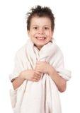 Niño con el pelo mojado Foto de archivo