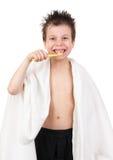 Niño con el pelo mojado Imagenes de archivo