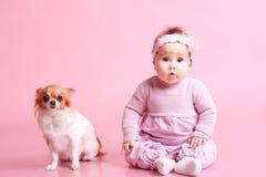 Niño con el perro Foto de archivo libre de regalías
