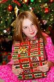 Niño con el regalo de Navidad Imagenes de archivo