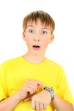 Niño con el reloj Imágenes de archivo libres de regalías