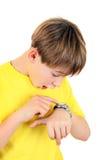 Niño con el reloj Foto de archivo libre de regalías
