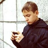 Niño con el teléfono móvil Imágenes de archivo libres de regalías