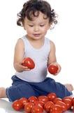 Niño con el tomate. Imágenes de archivo libres de regalías