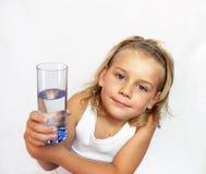 Niño con el vidrio de agua Foto de archivo libre de regalías