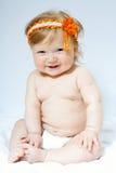 Niño con frontlet anaranjado en su cabeza Foto de archivo libre de regalías