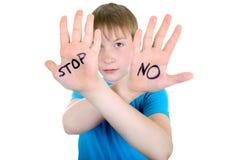 Niño con gesto de la denegación Imagen de archivo