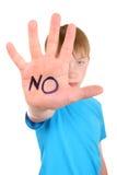 Niño con gesto de la denegación Foto de archivo libre de regalías