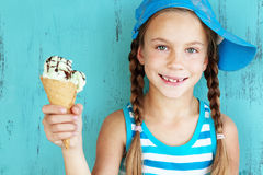 Niño con helado Foto de archivo
