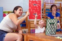 Niño con incapacidad Imagenes de archivo