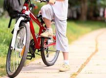 Niño con la bici Imagen de archivo