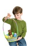 Niño con la cesta de Pascua Imágenes de archivo libres de regalías