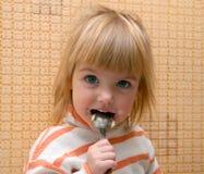 Niño con la cuchara Imagen de archivo libre de regalías