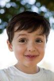 Niño con la expresión de la diversión foto de archivo