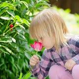 Niño con la flor Fotos de archivo