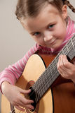 Niño con la guitarra imagen de archivo libre de regalías