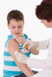Niño con la inyección Fotos de archivo