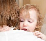 Niño con la madre Imagenes de archivo