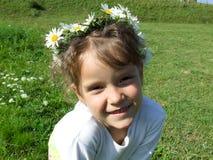 Niño con la margarita Imagenes de archivo