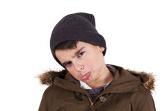 Niño con la ropa del invierno aislada en blanco imagen de archivo