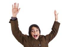 Niño con la ropa del invierno aislada en blanco foto de archivo