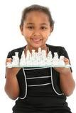 Niño con la tarjeta de ajedrez fotos de archivo