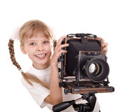 Niño con las cámaras digitales viejas del formato grande. Fotografía de archivo libre de regalías