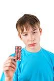 Niño con las píldoras Foto de archivo