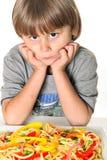 Niño con las pastas del veggie Imagen de archivo