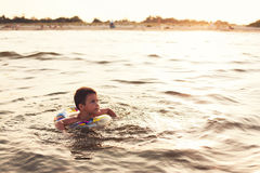 Niño con lifebuoy Fotos de archivo libres de regalías