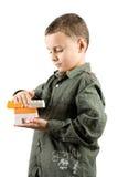 Niño con los bloques huecos del juguete Imagen de archivo libre de regalías