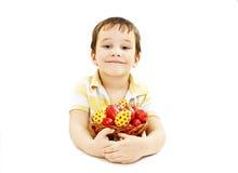 Niño con los huevos de Pascua Foto de archivo libre de regalías