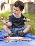 Niño con los instrumentos musicales Foto de archivo