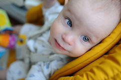 Niño con los ojos azules Fotos de archivo libres de regalías