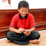 Niño con pda fotos de archivo