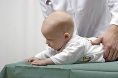 Niño con un doctor Fotos de archivo libres de regalías