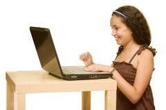 Niño con un ordenador Fotos de archivo