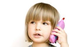 Niño con un teléfono del juguete Foto de archivo